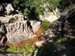 Entre la triple vasque-cascade et la confluence Calva : le virage à gauche après le bief