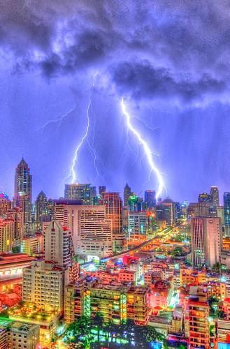 フリー写真素材|建築・建造物|都市・街|夜景|雷・落雷・稲妻|タイ王国|バンコク|HDR|