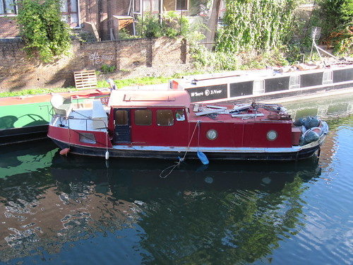 loose canal boat