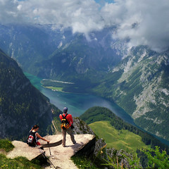 Feeling on top of the world (Bn) Tags: lake germany bavaria berchtesgaden topf50 hiking vertigo topf300 kings fjord hikers paragliding thealps topf100 bluelake topf200 paragliders verticalpanorama ontopoftheworld topf400 knigssee stbartholom breathtakingview 100faves 50faves 200faves nordicwalk nationalparkberchtesgaden jennerbahn 300faves berchtesgadennationalpark feelingontopoftheworld 400faves germanbavarianalps southofgermany nordicwalkers schnauamknigssee berchtesgadenalps cleanestlakeingermany stretchesabout77km formedbyglaciers nearborderwithaustria jennermountaintop1870m picturesquesetting sheerrockwalls playaflugelhorn steeplyrisingflanksofmountainsupto2700m hikingtrailsupthesurroundingmountains royalmountainexperience thebreathtakingalpinemountainsoftheknigssee alpinehikers vistasoftheworld