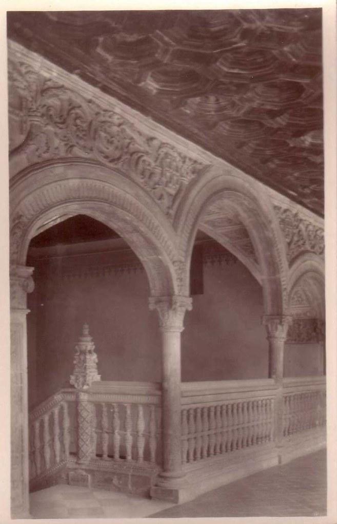 Escalera del Museo de Santa Cruz a inicios del siglo XX