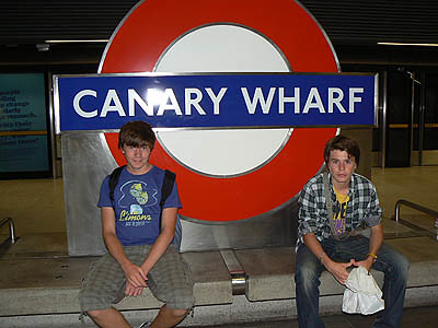metro canary wharf.jpg