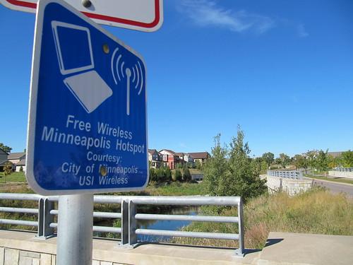 Free Wireless (WiFi) Minneapolis Hotspot in Sumner Field