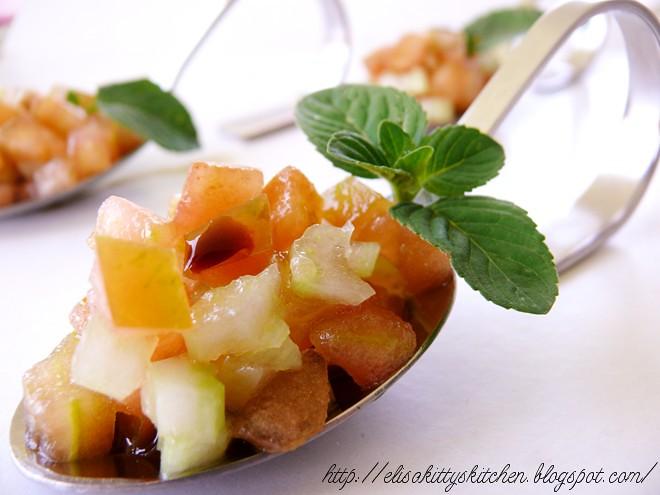 tartare pomodoro e sedano con essenza di liquirizia