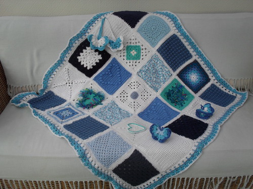 Thank you to all who have contributed Squares for the 'Blue and White' theme! I am so grateful to you all! x
