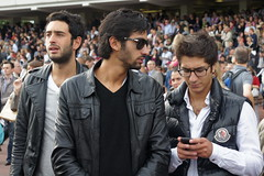 Cool racegoers (CharlesFred) Tags: horse paris arc racing races longchamp boisdeboulogne workforce parimutuel prixdelarcdetriomphe firstweekendofoctober horecraing