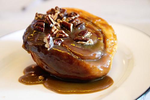 caramel pecan roll