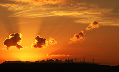 Crpuscule des Dieux. (ImAges ImprObables) Tags: soleil ciel gloire nuages couchdesoleil couch drme rhnealpes autichamp