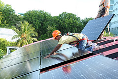 Male, Maldives: President Nasheed Installs Solar Panels on Presidential Residence