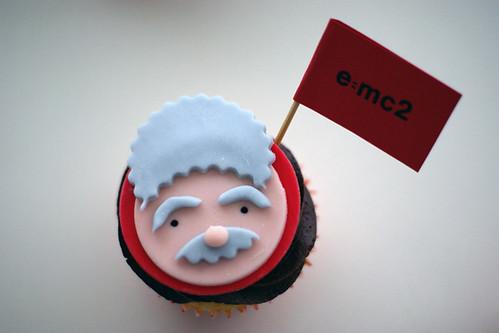 einstein e mc2. Albert Einstein emc2 Cupcakes