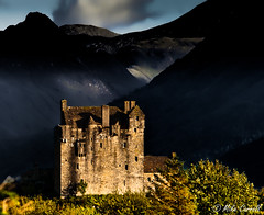 In the shadow of the mountains (carrmp) Tags: castle scotland nikon loch eileandonan duich d300 dornie lochaish