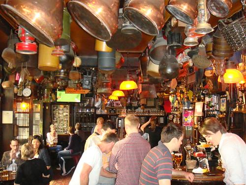 Interior del pub / Zona de barra