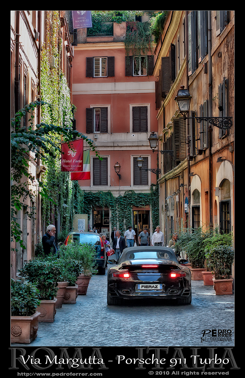 Roma - Via Margutta - Porsche 911 Turbo