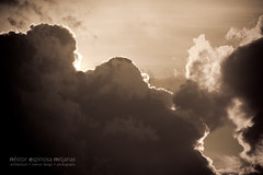 Buscando un sentido... (Nestor@INEDITT) Tags: sunset sun detalle sol closeup clouds atardecer nubes resplandor