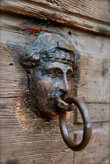 Lip ring (Hilde Kari) Tags: wood italy wall italia head ring tre gardalake lagodigarda vegg hode gardasjøen
