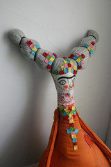 Frida-naranja-2 (cara carmina) Tags: pink flowers blue orange black mexico dolls heart frida colores artdolls fridakahlo esther corazon monas muñecas clothdolls flres lovelydolls recyclefabrics muñecasrecicladas