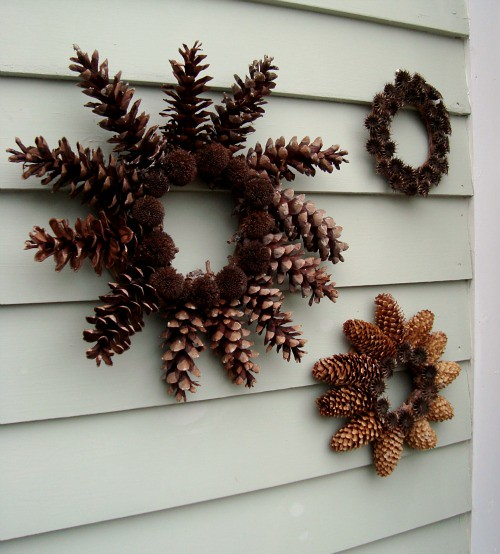family decor pinecone wreath