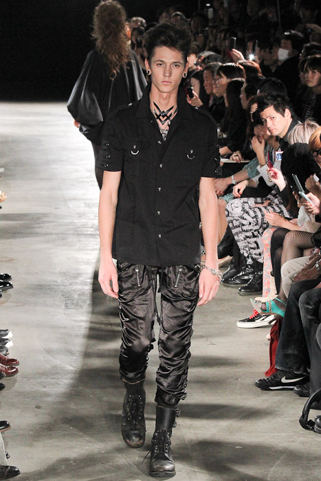 Tommy Cox3020_SS11_Tokyo_GUT'S DYNAMITE CABARETS(Fashionsnap)