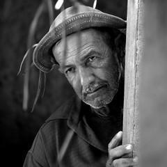 humanas idades (Eliel Freitas Jr) Tags: brasil bahia casanova theface ltytr1 elielfj bestportraitsaoi verygoodbiancoenero imageourtime inspiredchoice comunidadeareiagrande fundodepasto