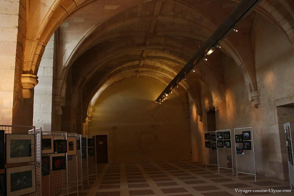 Le réfectoire est utilisé pour des expositions
