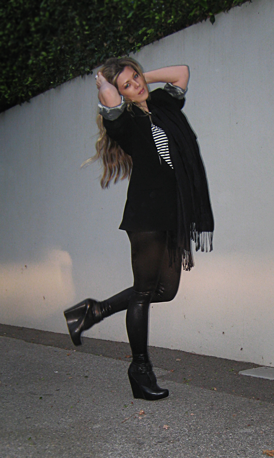 black on black+stripes+leather leggings+man's blazer+velvet angels wedges