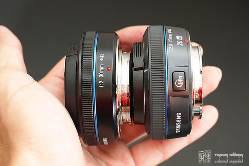Samsung_NX100_exterior_21