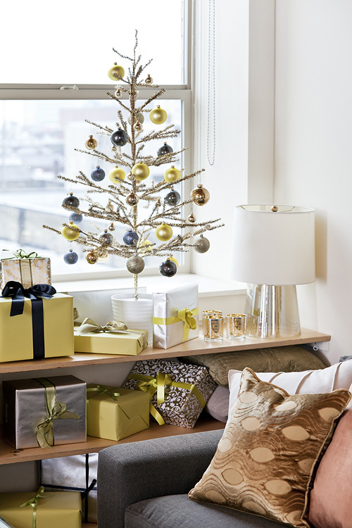 hgtv+cocokelley+christmas+tree vignette