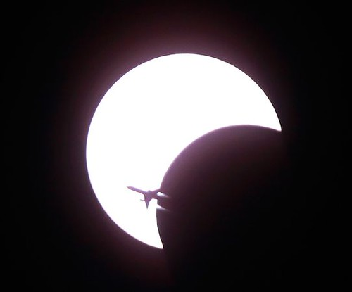 airplane-solar-eclipse
