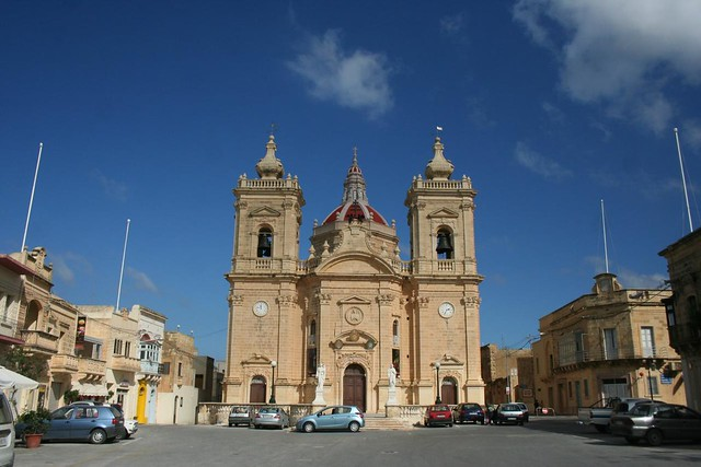 Praça da Victoria em Xaghra, Ilha de Gozo em Malta