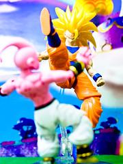 SSJ3 Goku vs Kid Buu (YeoZz) Tags: dbz toy figurerise buu saiyan goku ssj dragonballz