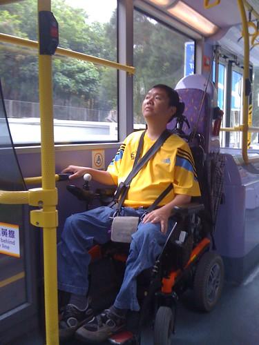 香港低底盤-車上輪椅空間