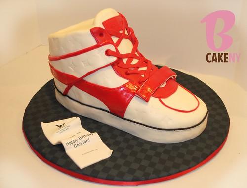 Louis vuitton Sneaker cake