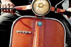 Vespa papapapa (bryenh) Tags: rome roma nikon vespa meeting scooter piaggio raduno d90 vespaclub vespisti nikond90 radunonazionale casalotti tempodimoto 6°radunonazionalecittàdiroma