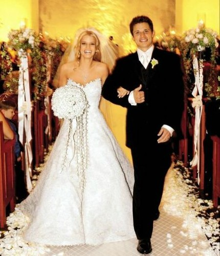 Tattoo kayu: hilary duff wedding gown