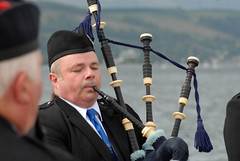 07B_7849e (Enrico Webers) Tags: uk greatbritain islands scotland clyde kilt unitedkingdom britain glasgow united great kingdom games steam highland bands gb bagpipes kilts peninsula tossing pipers waverley gla 2010 helensburgh caber schottland dunoon schotland ecosse grappling firthofclyde paddler cowal