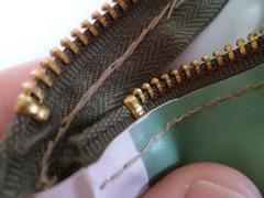 detalhe-costura-ziper