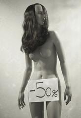 Saldi (G|og|O) Tags: woman girl nude donna tits nipples sale sony moda negozio 50 vetrina nuda a100 nudi cesenatico manichino fanculo comprare fighe cleptomane tetet sconti