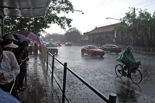 r81 - Ten Wet Minutes on Jingshan Qianjie