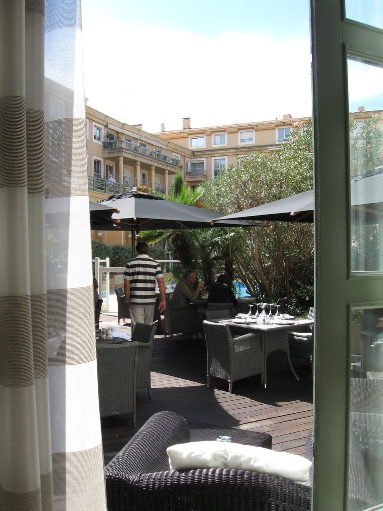 Hotel Roi Rene - Outside Dining Area and Pool