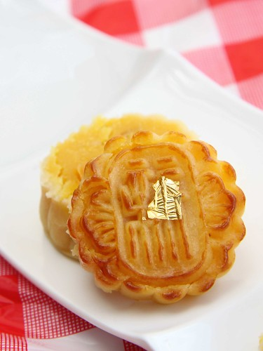 Mini Special Egg Custard Mooncake with Egg Yolk