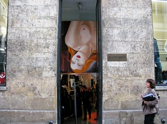 Upside down (ClassicCopenhagen(Sandra)) Tags: street red portrait woman paris france fashion shop stone painting hair store upsidedown entrance clothes extrovert