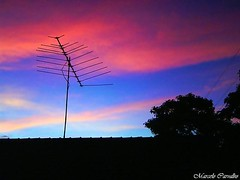As cores de um pr-do-sol (FM Carvalho) Tags: sunset pordosol brazil paran brasil soleil do cybershot du vale pedro prdosol antena so antenna sonycybershot brsil cucolorido p72 coucherdusoleil sonyp72 iva sunsetcoucher valedoiva sopedrodoiva