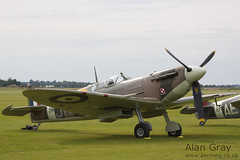 G-MKVB VICKERS SUPERMARINE SPITFIRE VB CBAF.2461 PRIVATE Historic Aircraft Collection - 100905 Duxford - Alan Gray - IMG_1880