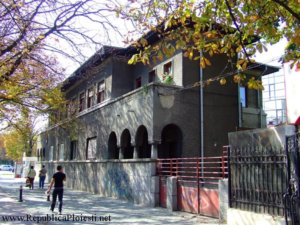 Casa ridicata pe locul caselor Umberti si Scorteanu - 1