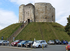 Clifford's Tower , York  . September 15th 2010 . (Lenton Sands) Tags: york cliffordstower yorkcastle quatrefoilstructure