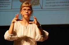 Ylva Karlsson, en av författarna bakom boken Skriv om och om igen