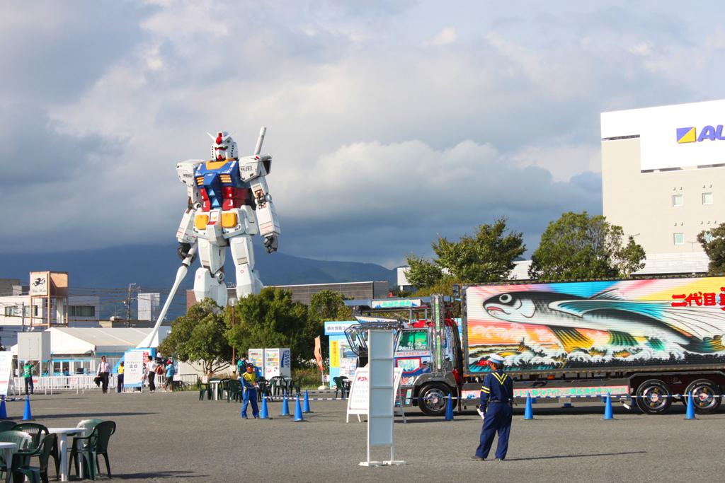 Real Size GUNDAM moved to Shizuoka (1)