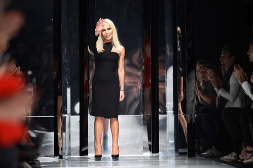 Versace+Milan+Fashion+Week+Womenswear+2011+faF7-ucgKTul-1