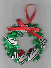 Corona- wreath of leaves from cans (CanCrafts 2010) Tags: verde green butterfly recycled handmade crafts can cardboard ornaments cans recycling christmasornaments reuse reciclar latas reciclado hechoamano frompuertorico cancrafts fromcans delatals whatcanidowithcans