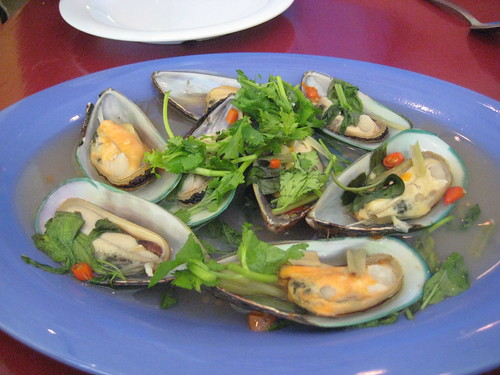 Steamed Mussels with Thai Herbs
